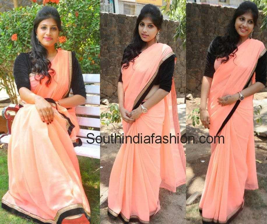 veena nair in plain saree