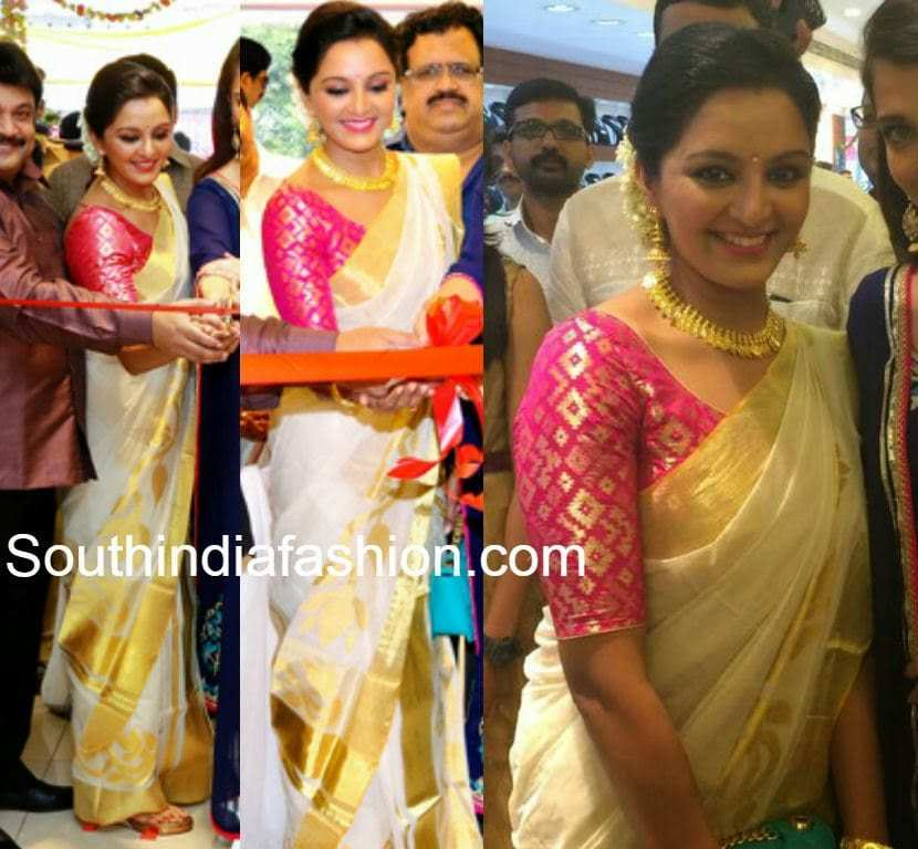 Manju Warrier In Traditional Saree South India Fashion
