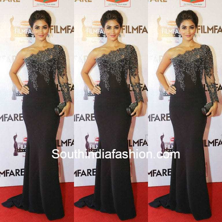 pooja_hegde_at_south_filmfare_awards2015