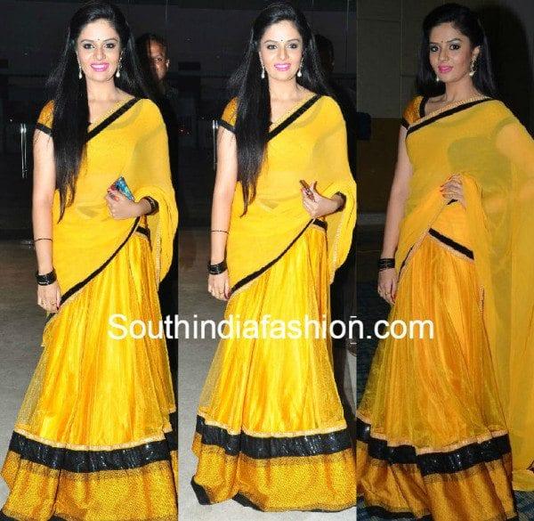 srimukhi_in_yellow_ashwini_reddy_half_saree