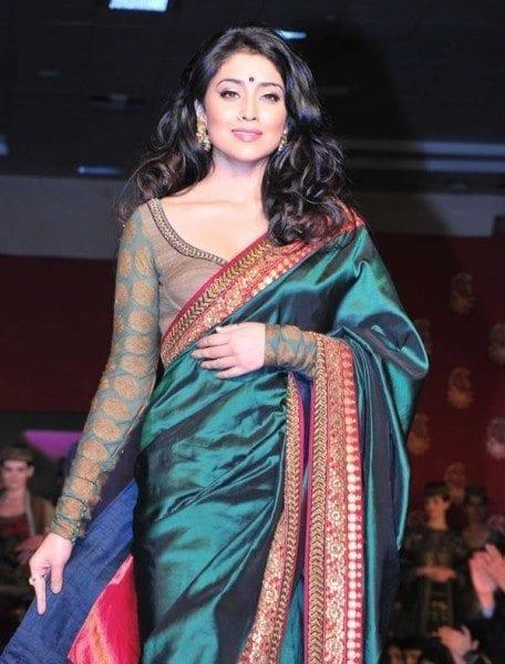 Shriya_saran_full_sleeves_blouse