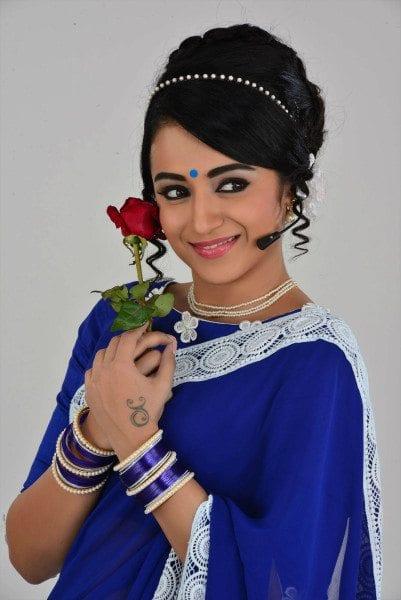 trisha_blue_saree_retro_nayaki_movie