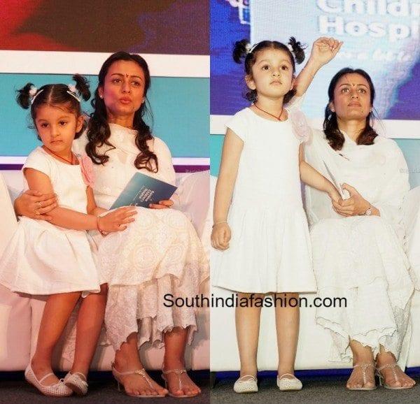 Namrata sirodkar with her daughter