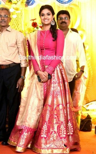keerthy_suresh_pink_lehenga_revathy_suresh_wedding_reception