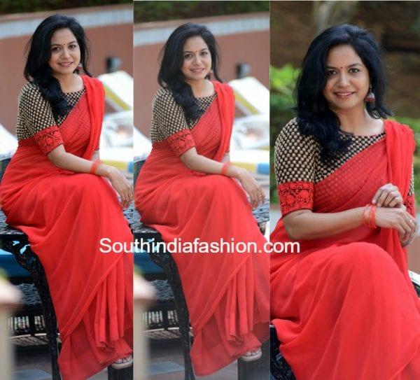 Singer Sunitha in a plain saree