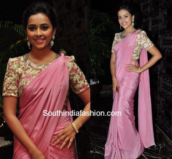 sridivya-plain-saree-floral-blouse