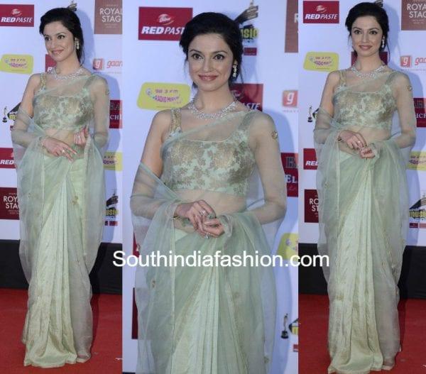 divya khosla kumar raw mango saree mirchi music awards 2017 600x527