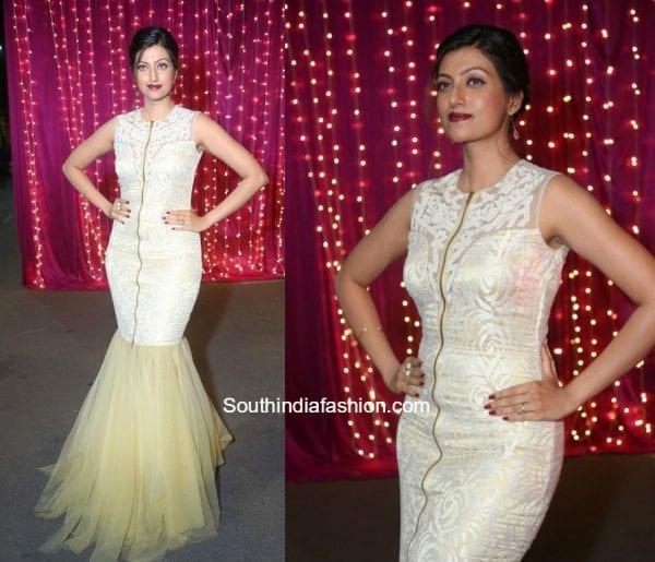 Hamsa Nandini in a white gown at Zee Apsara Telugu Awards 2017 1