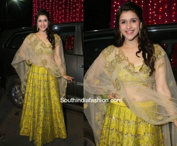 Mannara Chopra in a lehenga at Zee Telugu Apsara Awards 2017 1 600x495