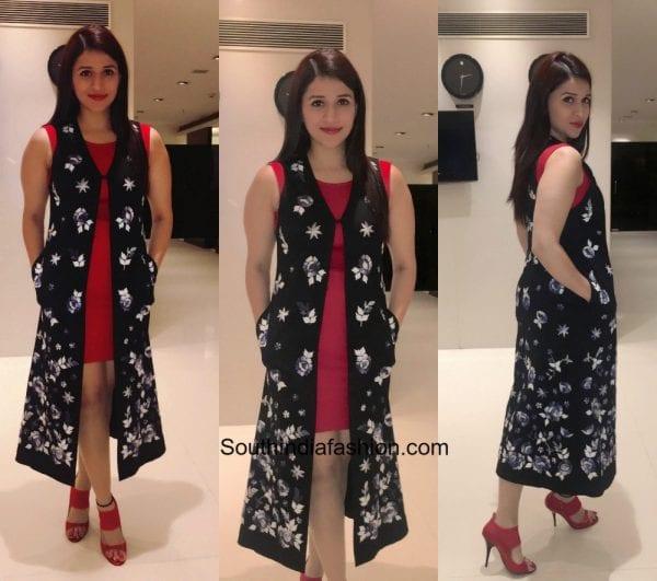 Mannara Chopra in a western outfit 600x531