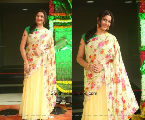Geetha Madhuri in a half saree at Shankarabaranam awards