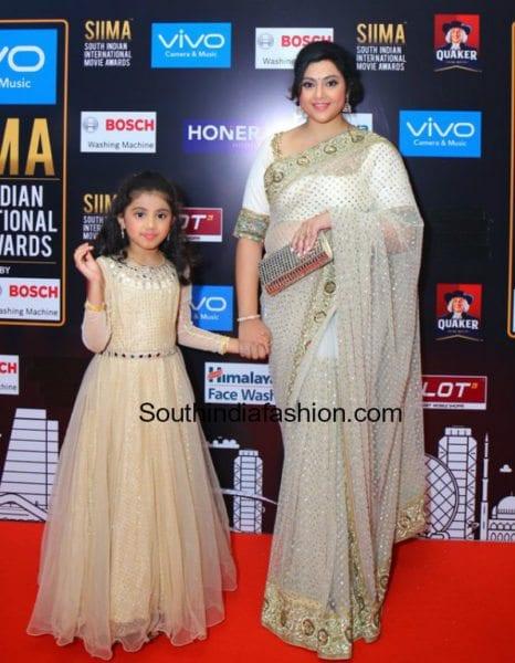 meena and her daughter nainika matching outfits siima awards 2017