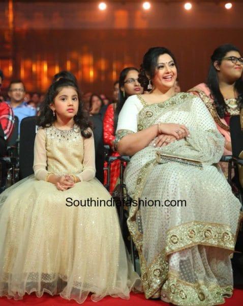 meena-white-saree-siima-awards-2017