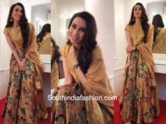 Karishma Kapoor in Gaurang Shah at a wedding
