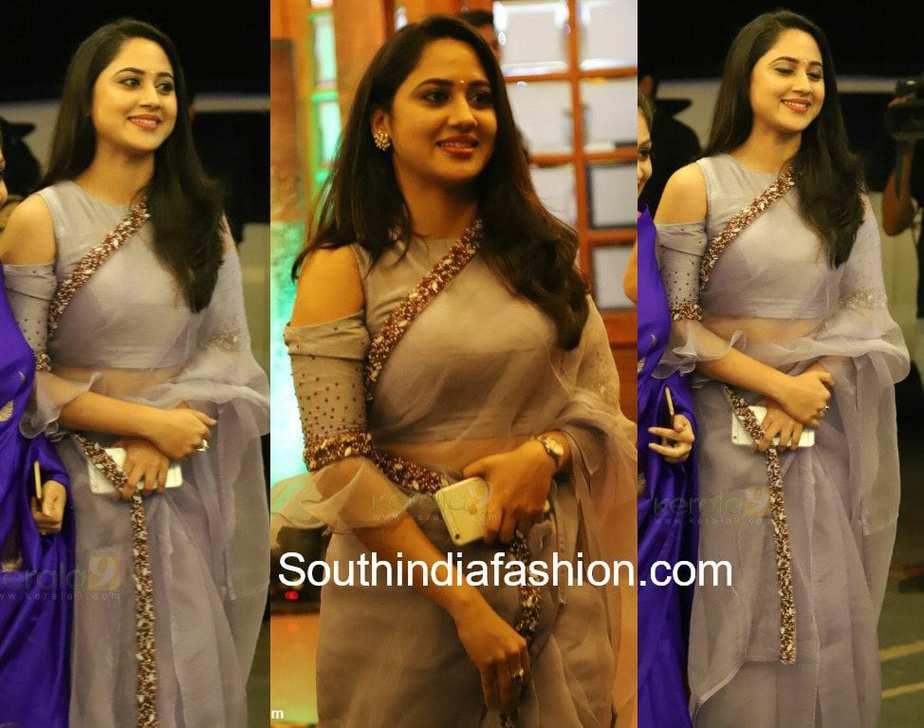 miya george grey saree at bhavana and naveen wedding reception