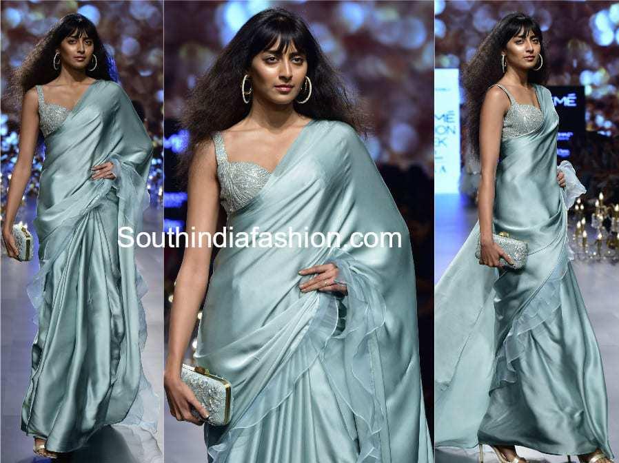 saree with ruffles border