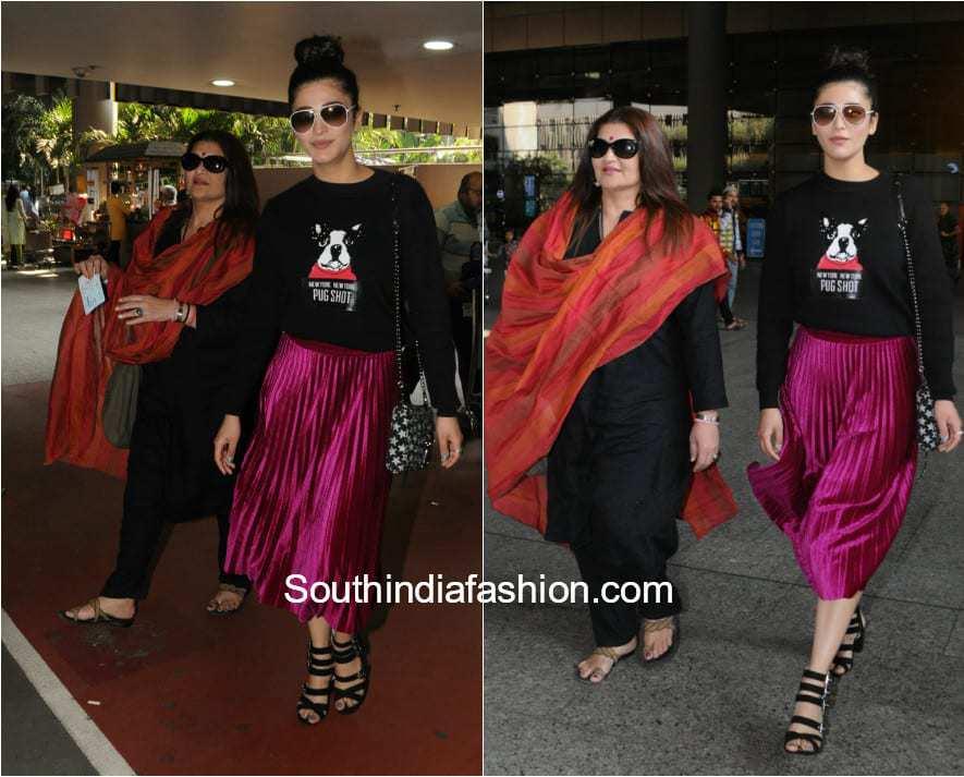 Shruti Haasan and Sarika at the airport 1