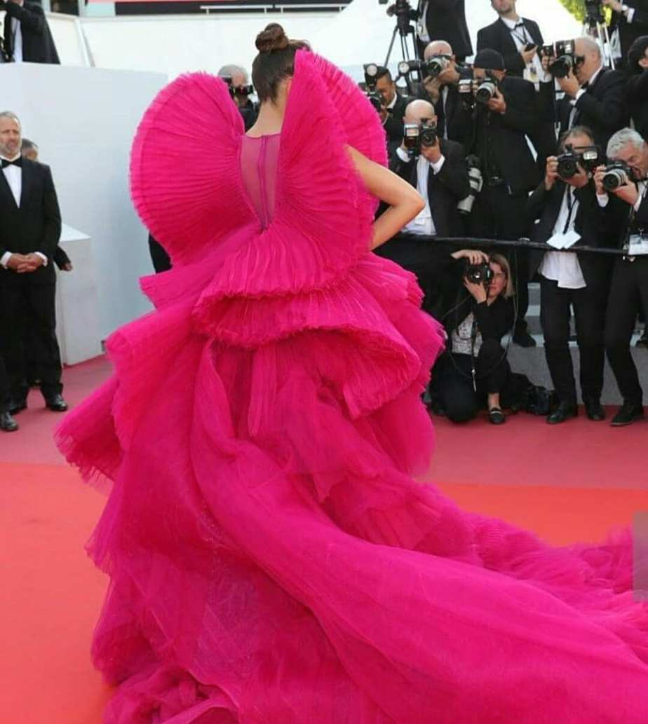 Deepika Padukone Paints The World Pink At Cannes 2018 ...
