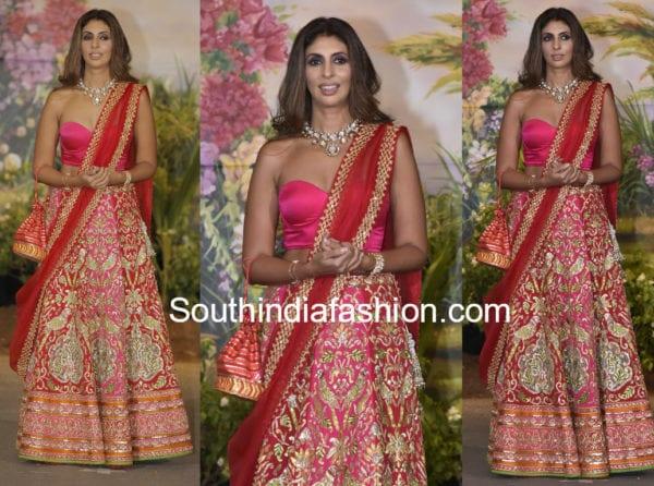 shweta bachchan in pink lehenga at sonam kapoor wedding reception