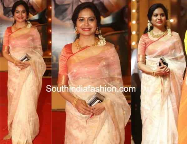 singer sunitha white chanderi silk saree at mahanati audio launch