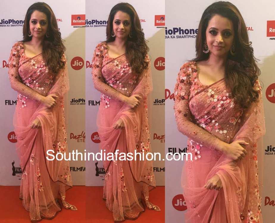 actress bhavana floral saree filmfare awards south 2018