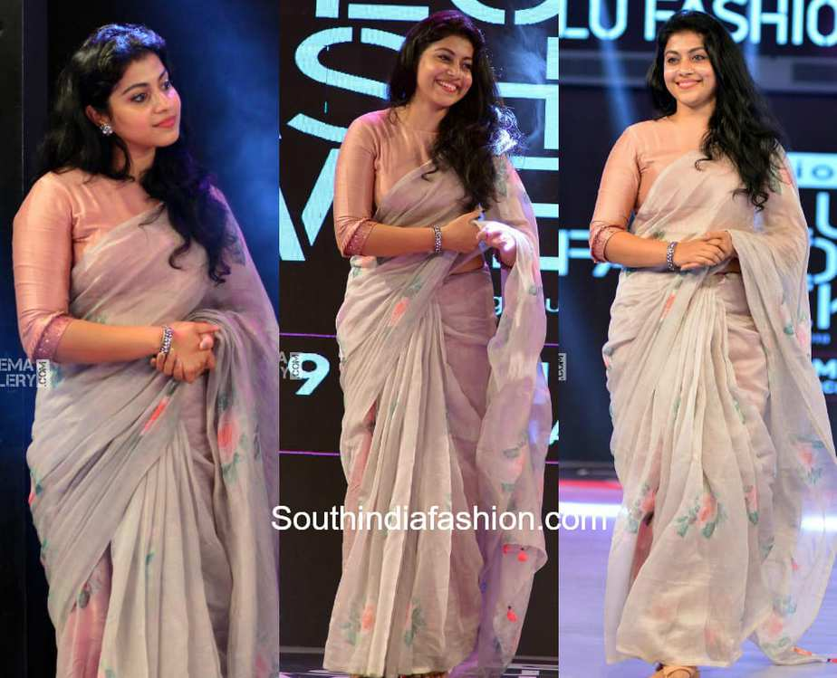 shruti ramachandran floral saree lulu fashion show