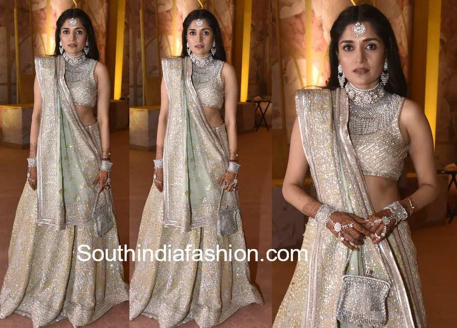 dia bhupal in abu jani sandeep khosla lehenga in shriya bhupal wedding