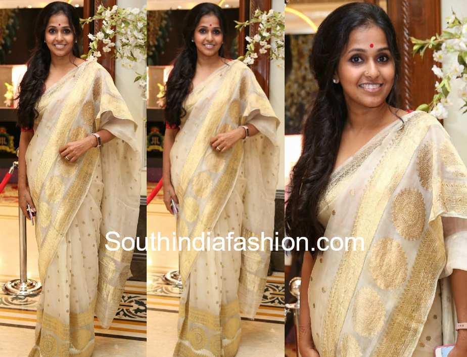 pop singer smita cream saree