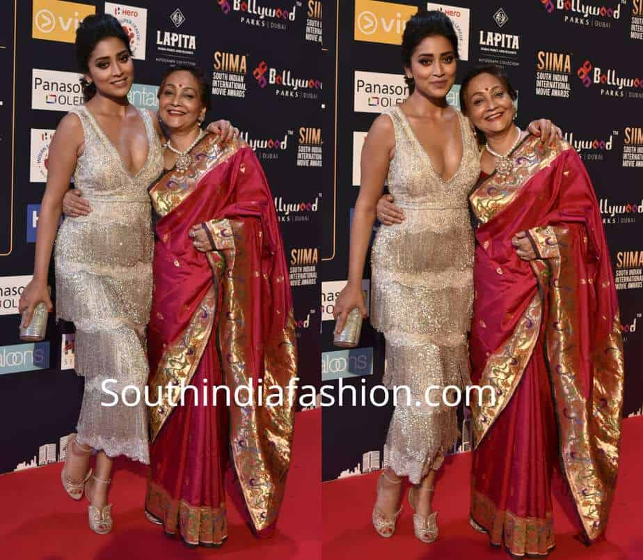 shriya saran with mother at siima awards 2018