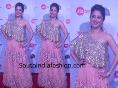 urmila matondkar pink skirt and gold top at jio filmfare awards