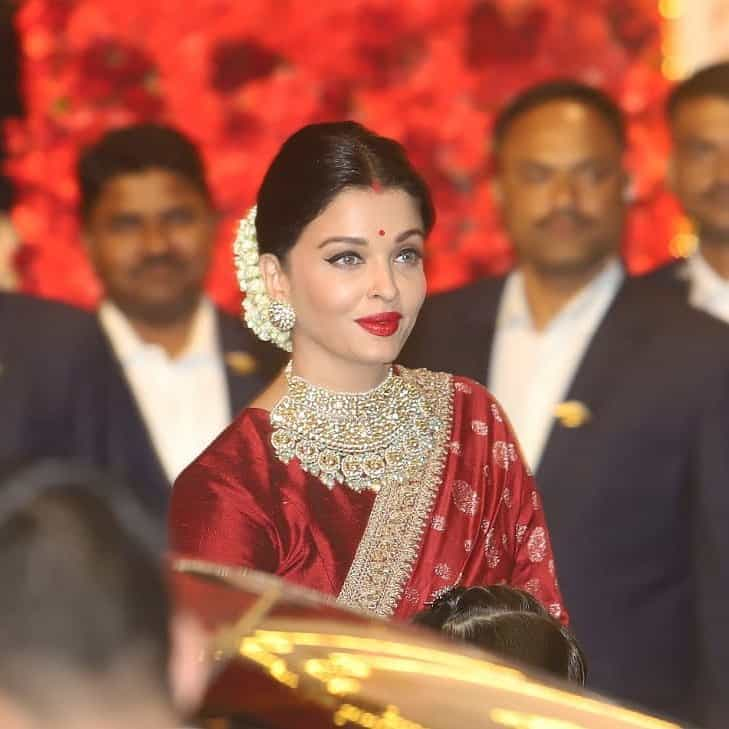aishwarya rai in red sabyasachi saree at isha ambani wedding
