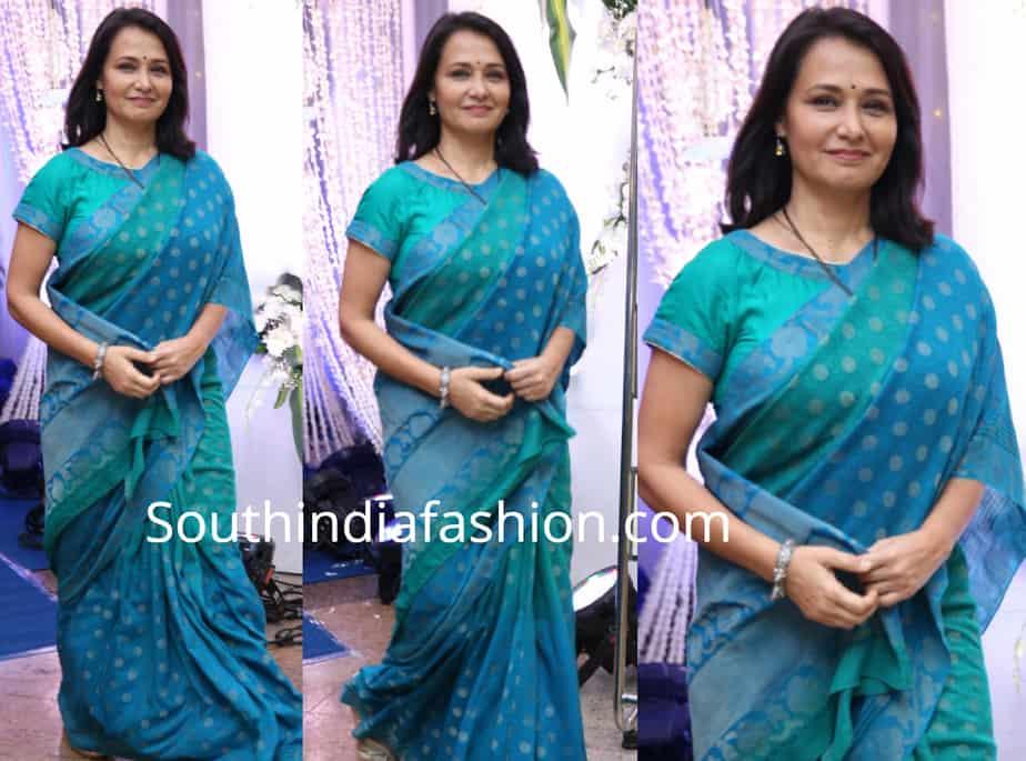 amala akkineni in blue saree at saina nehwal wedding reception