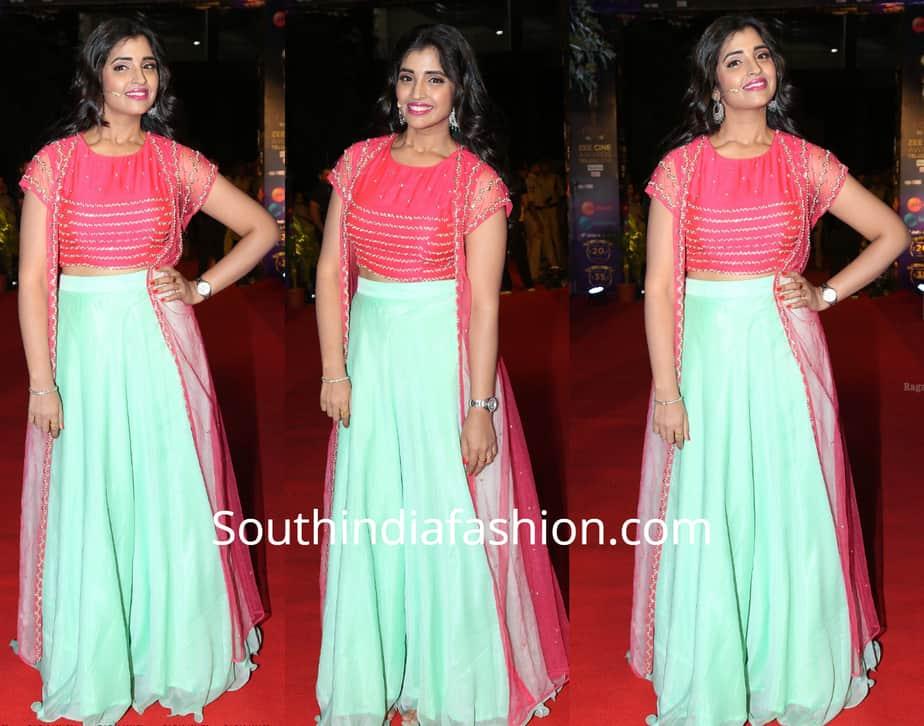 anchor shyamala dress at zee cine awards 2019