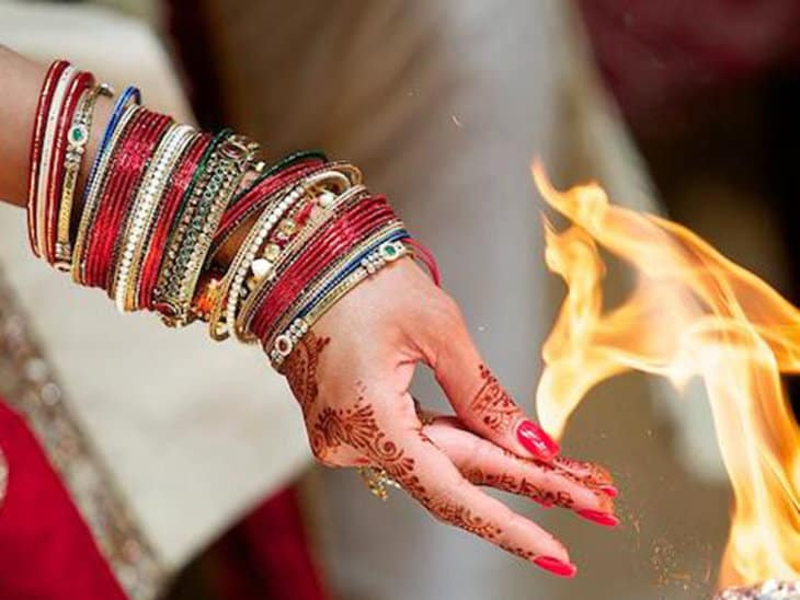 indian women bangles