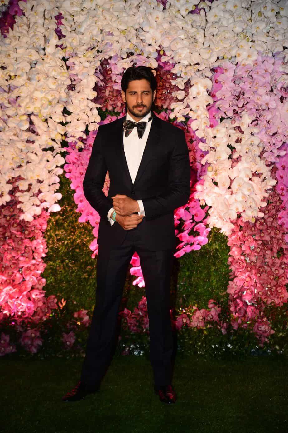 siddarth malhotra in black suit at akash ambani reception