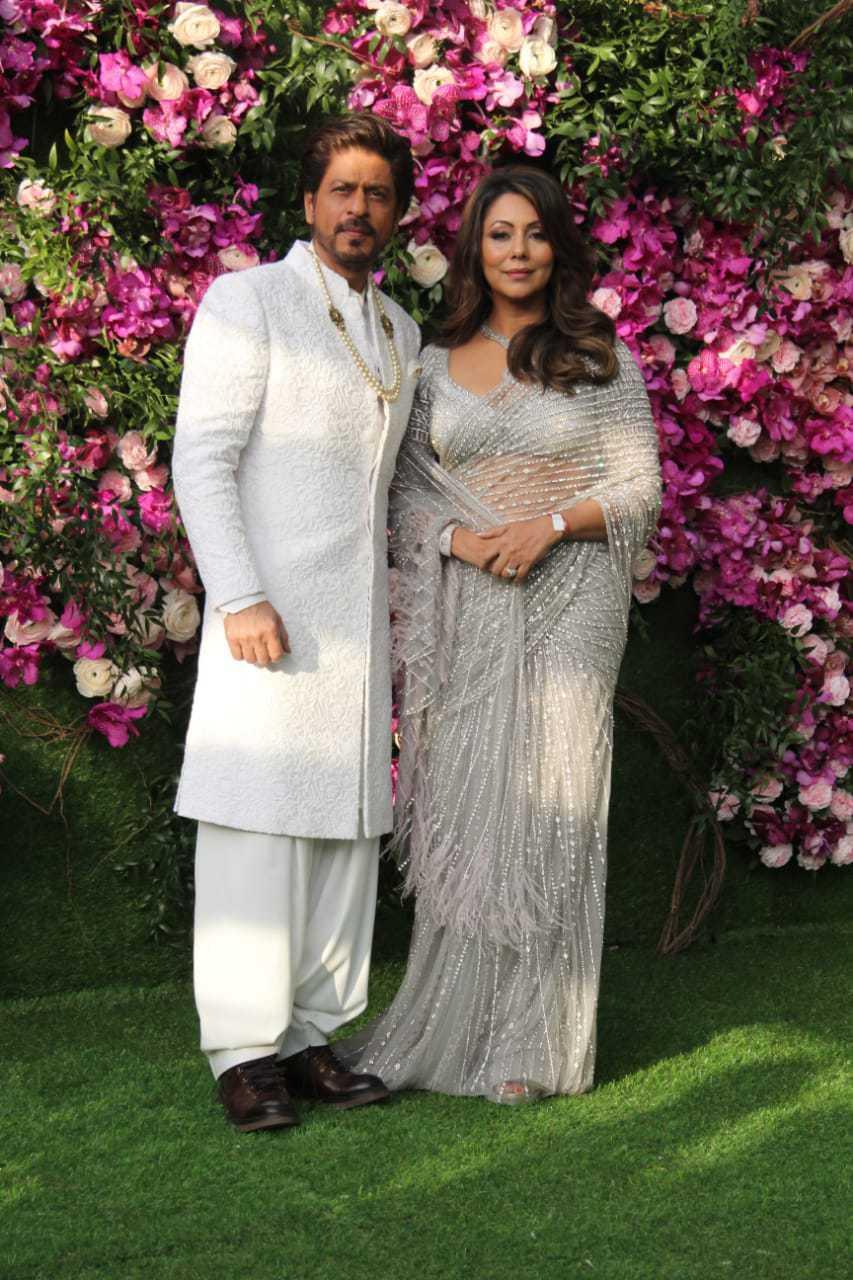 shah rukh and gauri at akash ambani shloka mehta wedding