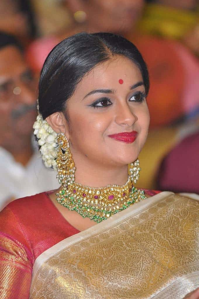 aactress bindi with saree