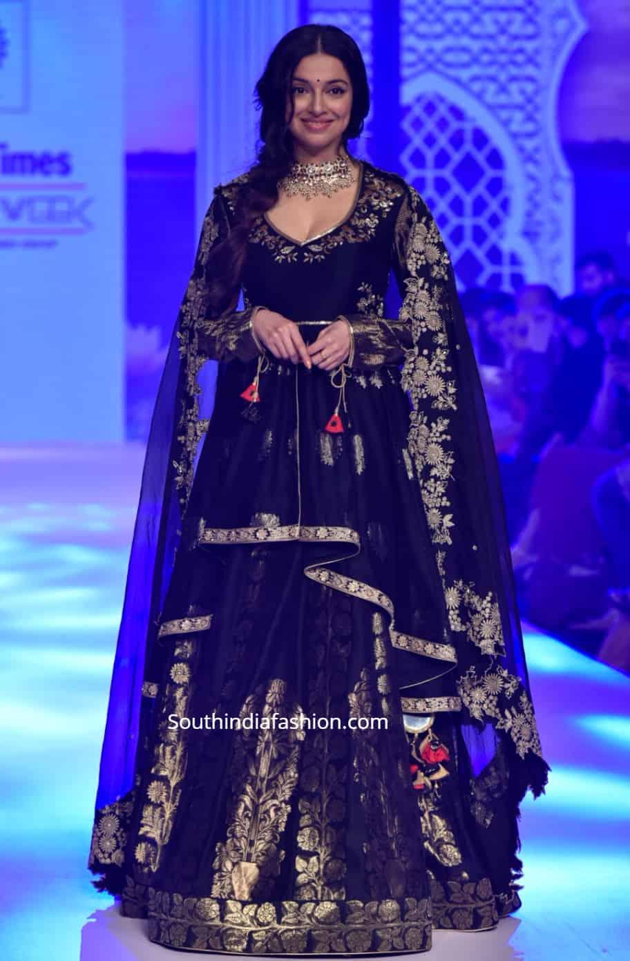 divya khosla kumar in black lehenga at bombay times fashion week