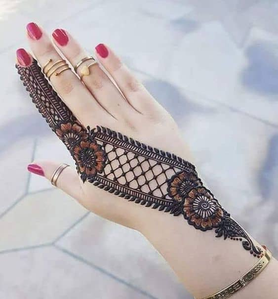 intricate Arabic mehendi designs