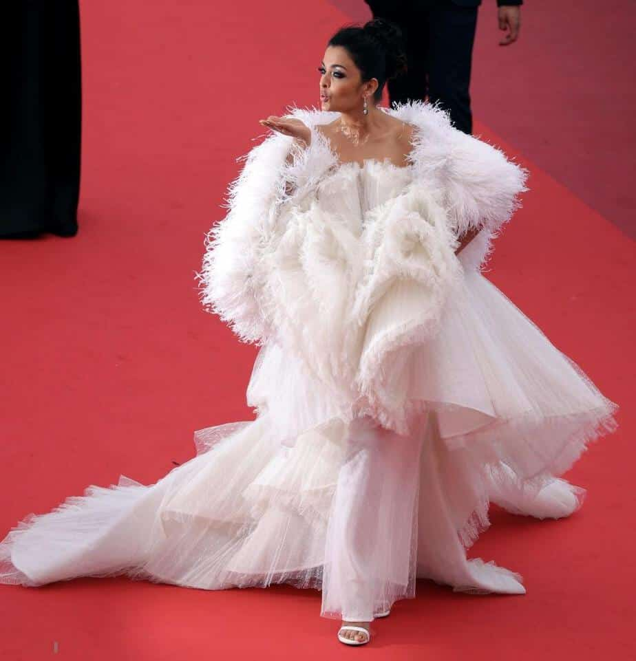 aishwarya white gown at cannes 2019