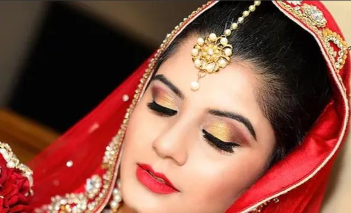 Sara khan makeup studio