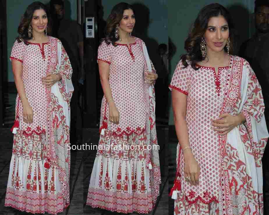 sophie choudry sharara suit at arpita khan ganesh puja 2019
