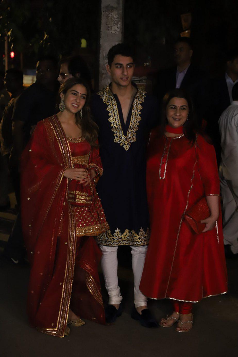 sara ali klhan with family at bachchan diwali party