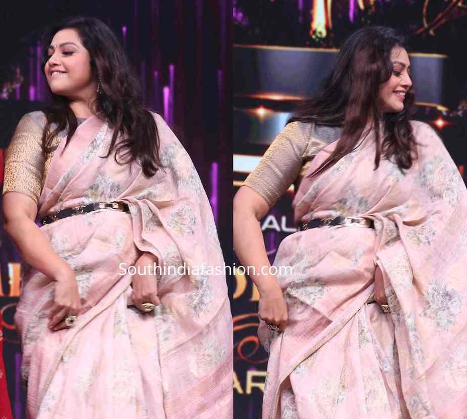 meena in floral saree at wonder woman awards 2019 (1)