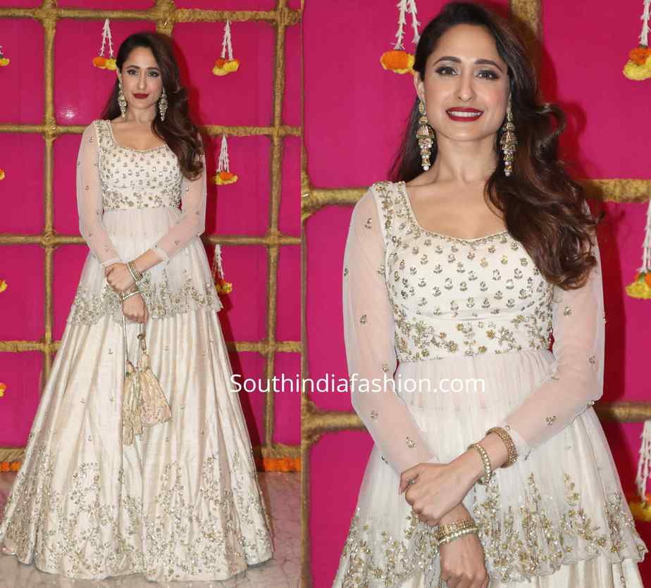 pragya jaiswal in white lehenga at ekta kapoor diwali party 2019 (2)
