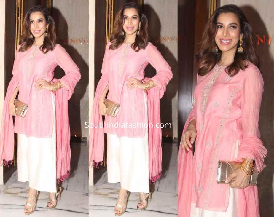 sophie choudry pink kurta set at manish malhotra diwali party 2019
