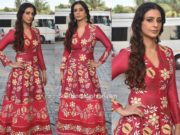 tabu in red embroidered anarkali for farah khan tv show