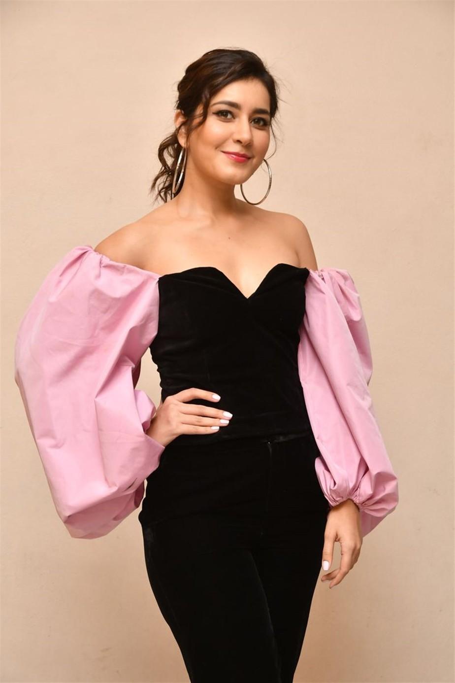 Prati Roju Pandage Song Launch, raashi khanna, balloon sleeves blouse