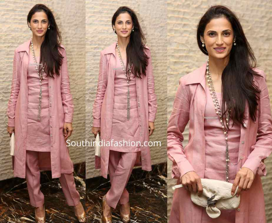 shilpa reddy pink salwar with jacket at a book launch event