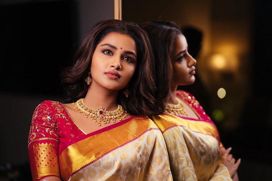 anupama parameswaran gold kanchi pattu saree (1)